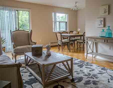 Apartments for Rent in Upscale Area Near Yonge and York Mills in North York