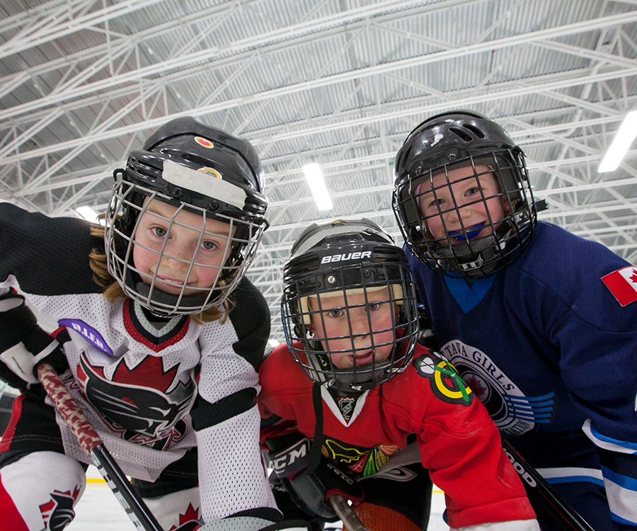 Kids playing hockey. 7 reasons to choose Harmony in Barrhaven.