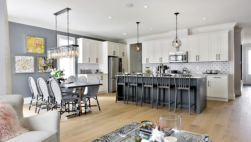 Modern kitchen in a Bungalow Townhome in Ottawa. How to choose the Mahogany home that is right for you, Minto Communities.
