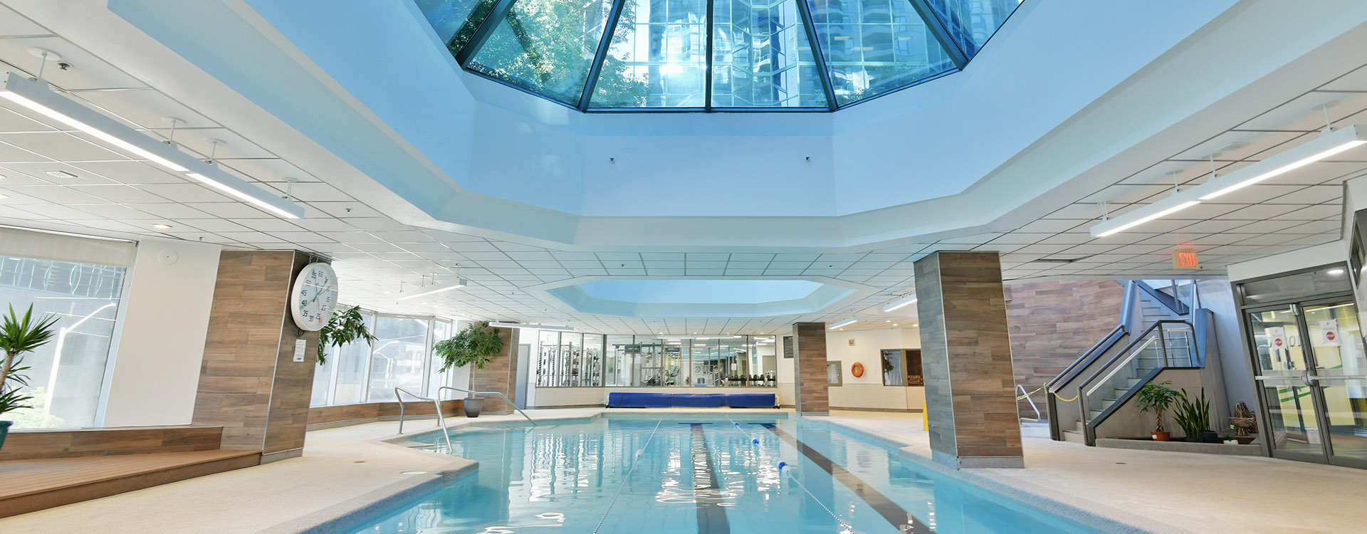 Indoor pool at one80five furnished suites in Ottawa. Rent with Minto Apartments.