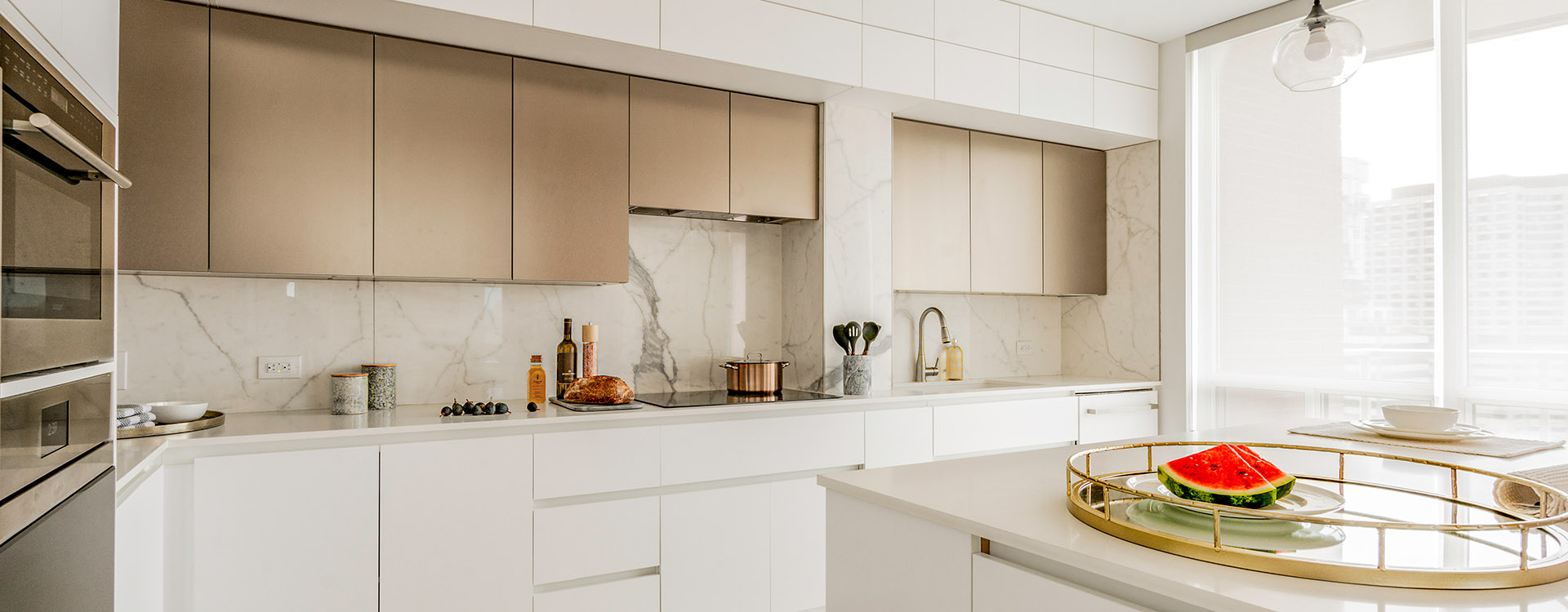 Modern kitchen at Yorville furnished suites in Toronto. Rent with Minto Apartments.