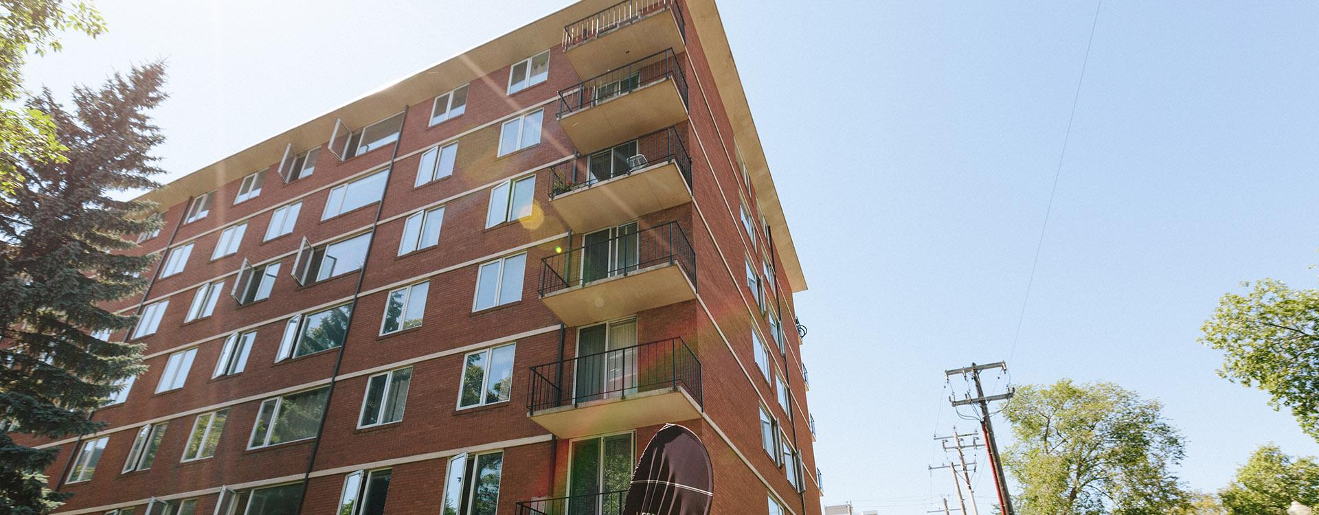 hi-level-place-11005-98-avenue-nw-edmonton-exterior