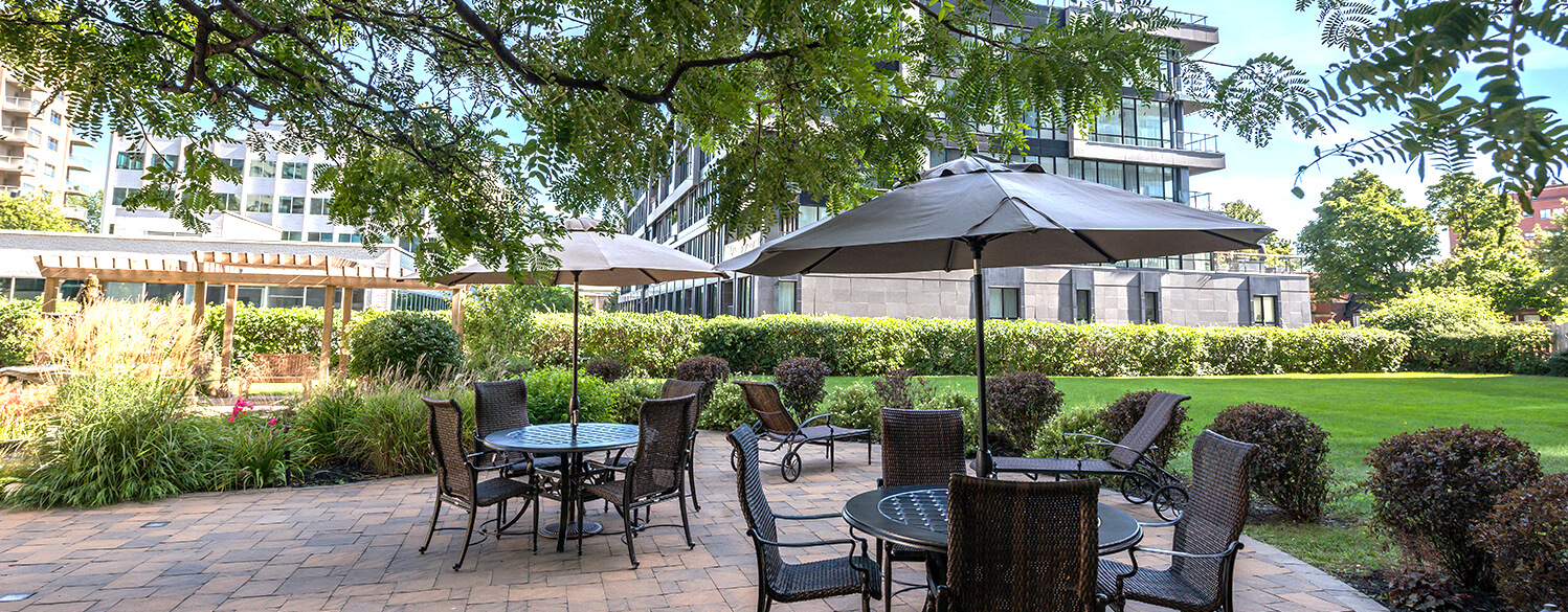 Outdoor garden at Le 4300 apartments in Montreal