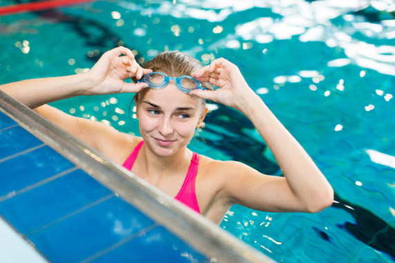 Girl in the pool at the Minto Recreational Complex. Things to do in Barrhaven.