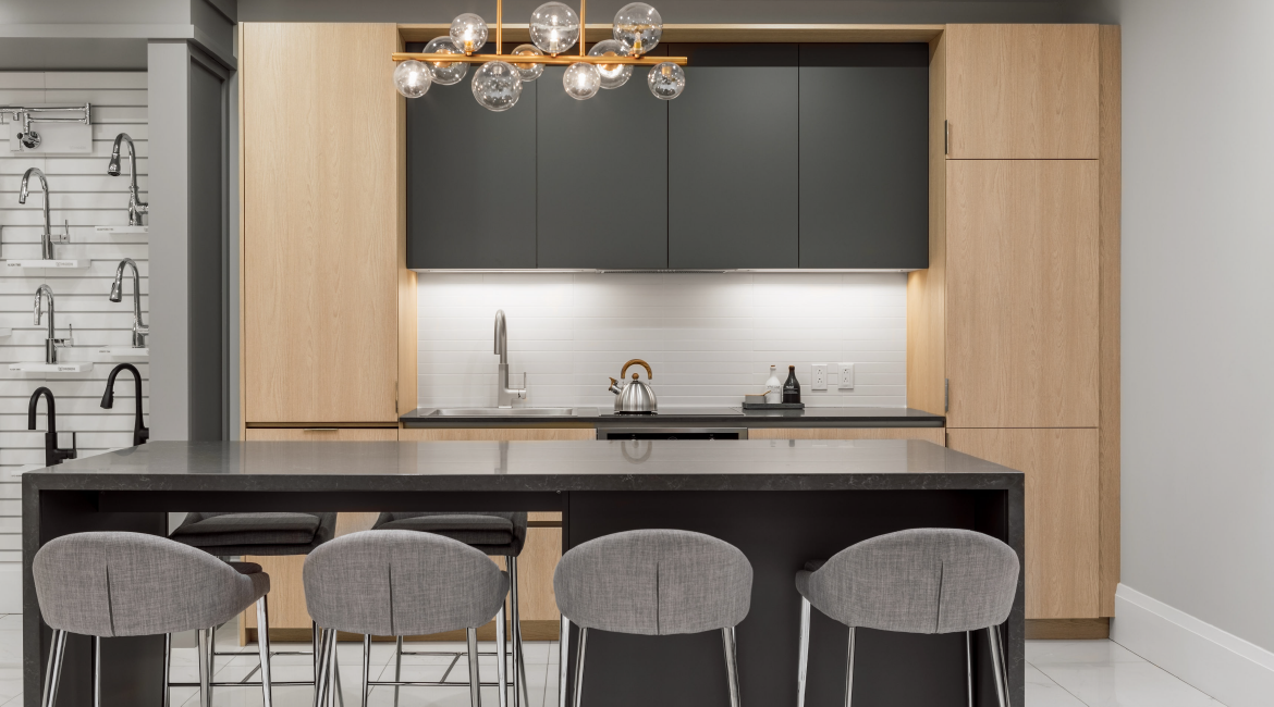 A simple kitchen design with wood details