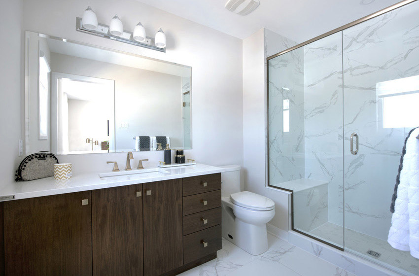 Monterey End - Executive Townhome - Bathroom