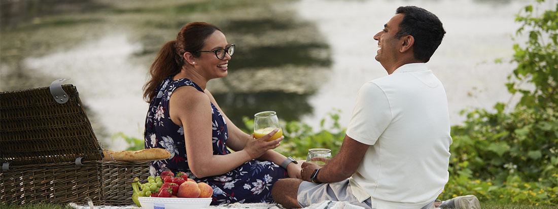 Couple having a picnic in Brookline Kanata